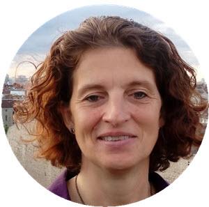 Dr. Dr. Angela Küster